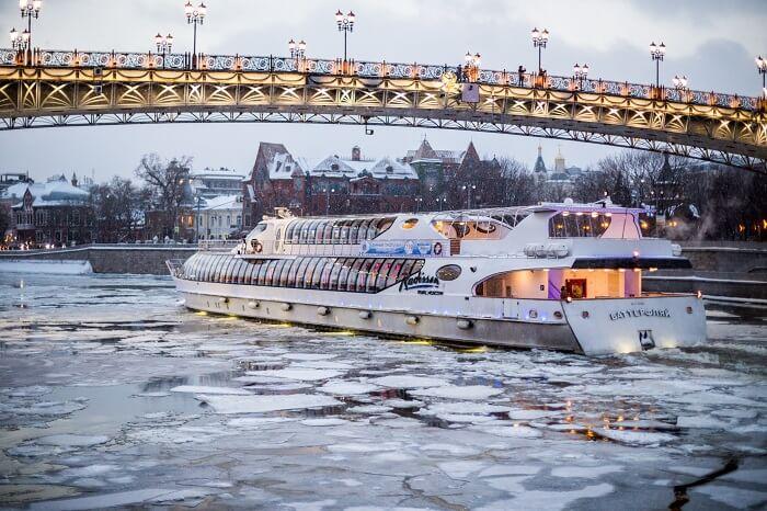 Новый год в центре Москвы на яхте